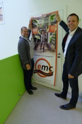 """Abteilungsvorstand Elektrotechnik RR DI Hermann Binder (links) mit """"starken Jobs bei emc"""""""
